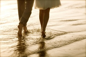 couple-on-beach-wallpapers